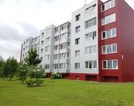 Renovuotame name Naujosios Akmenės mieste parduodamas suremontuotas 2 kambarių butas